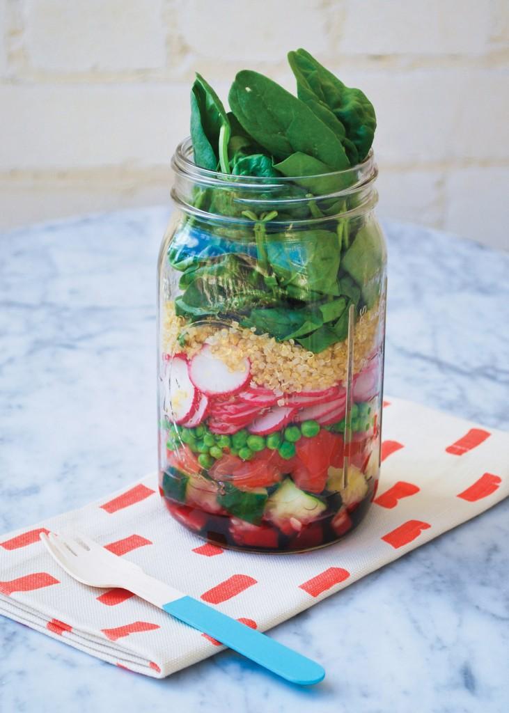 Mason_Jar_Salads-spinach_radish_quinoa