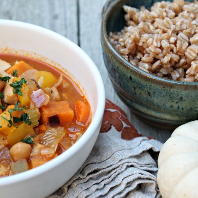 One Pot Chicken & Chickpea Curry Soup