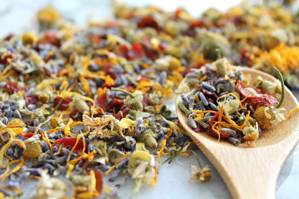 Make Your Own Loose Leaf Tea Blends at Home - Learn how on Cooking with Books