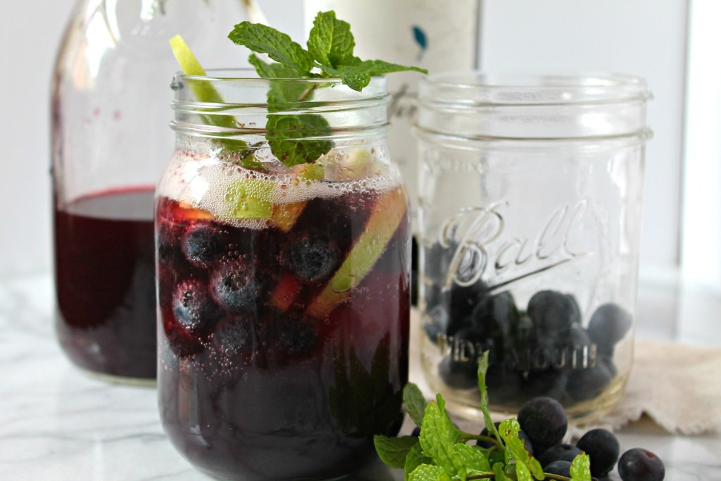 late-harvest-berry-apple-sangria-02