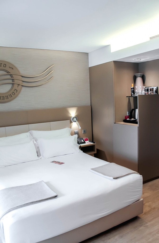 Foodie Travel Guide to Porto, Portugal - hotel room in Porto